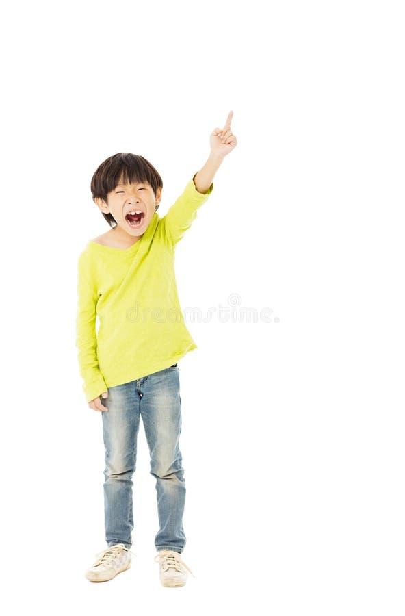rapaz pequeno com apontar o gesto foto de stock royalty free