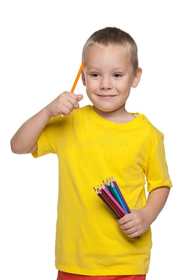 Rapaz pequeno com lápis foto de stock royalty free