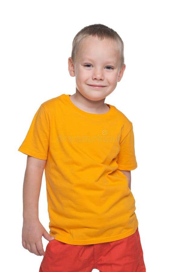Rapaz pequeno considerável da forma fotografia de stock