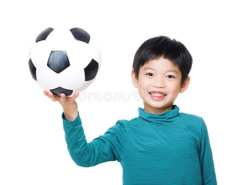 Rapaz pequeno de Ásia que guarda com bola de futebol fotografia de stock royalty free