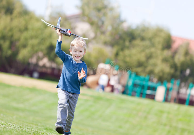 Download Criança Que Joga Com Um Plano Imagem de Stock - Imagem de blond, fora: 29832831