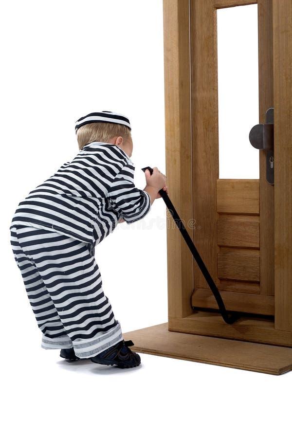 Rapaz pequeno no equipamento do ladrão foto de stock royalty free