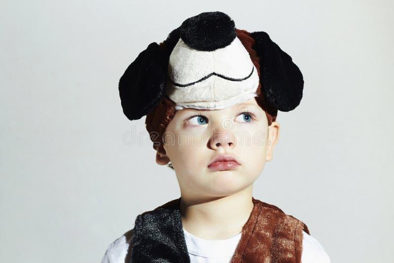 Rapaz pequeno no traje do carnaval Cão masquerade Criança foto de stock royalty free