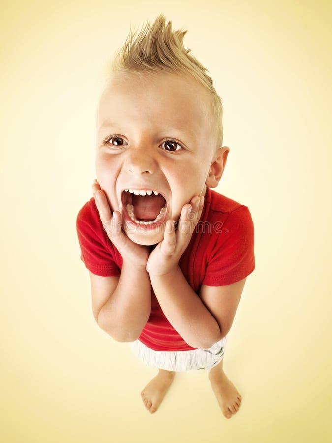 Rapaz pequeno que grita imagem de stock royalty free