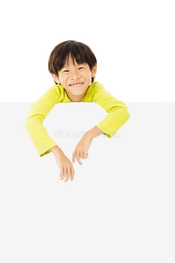 rapaz pequeno que guarda uma bandeira vazia foto de stock royalty free