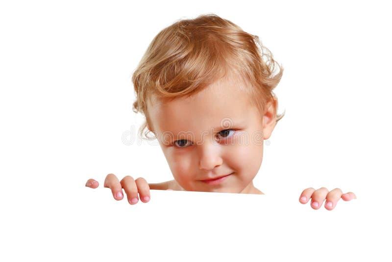 Rapaz pequeno que prende um espaço em branco branco imagem de stock