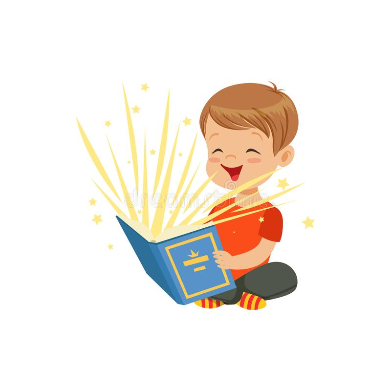 Rapaz pequeno que senta-se no assoalho com o livro mágico que irradia faíscas e estrelas brilhantes Leitura do caráter da criança ilustração stock