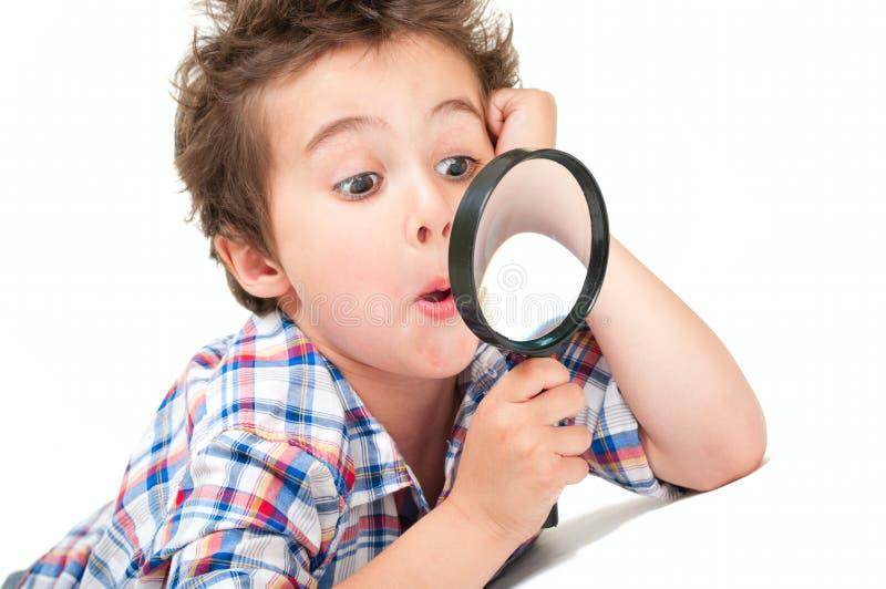 Rapaz pequeno surpreendido com estranho fotografia de stock
