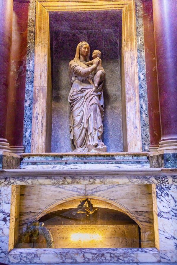 Raphael& x27; s-Grab Mary Jesus Statue Pantheon Rome Italy stockbild