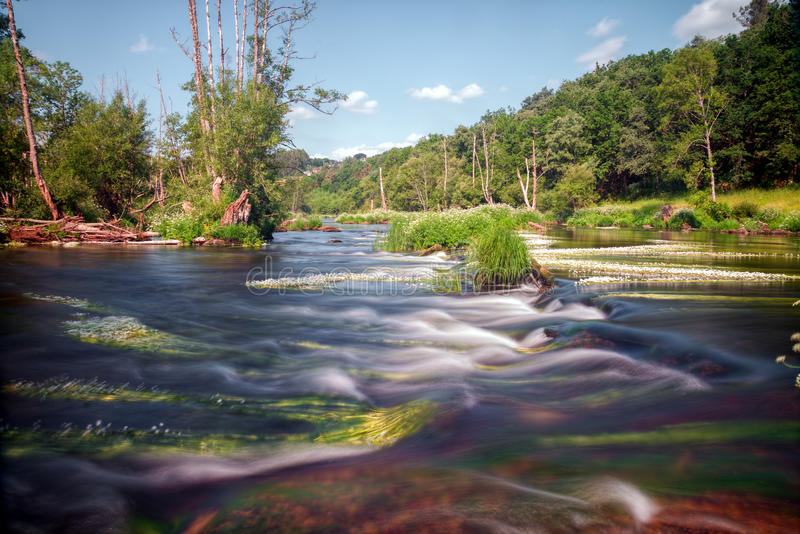 Rapide de rivière de Minho image stock