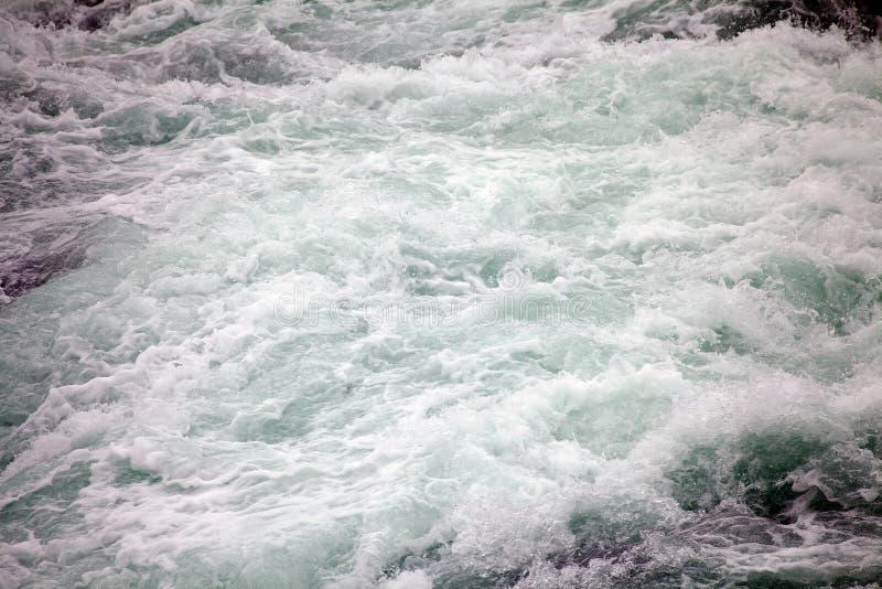 Rapide de rivière de Paine en parc national de Torres del Paine, région de Magallanes, Chili du sud photographie stock libre de droits