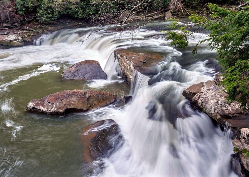 Rapide de rivière près des automnes d'hirondelle en parc d'état d'automnes d'hirondelle, le Maryland photographie stock libre de droits