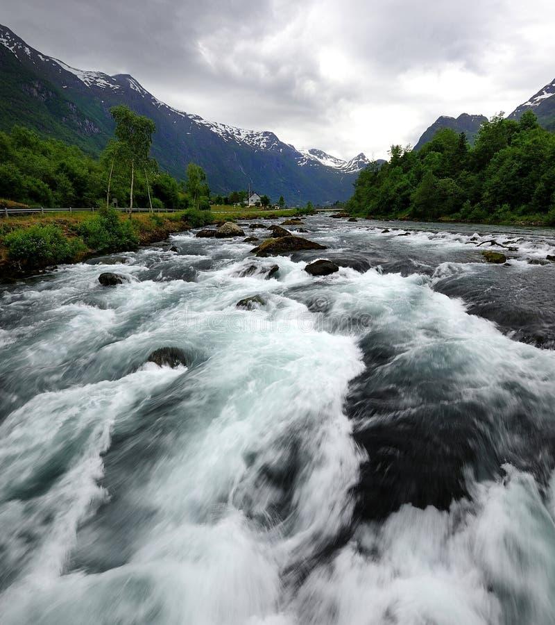 Download Rapide fluide image stock. Image du nuages, rapids, norvégien - 76084141