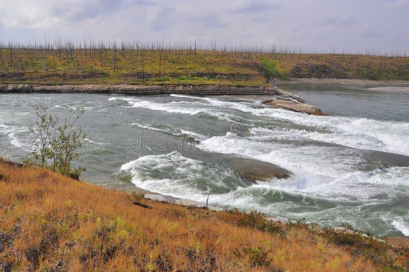 Rapide turbolente sul fiume immagini stock