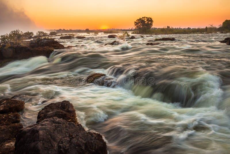 Rapids de Whitewater em Cataratas Vitória fotografia de stock