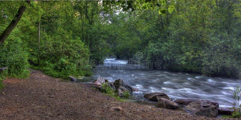 Rapids del río en hdr fotos de archivo libres de regalías