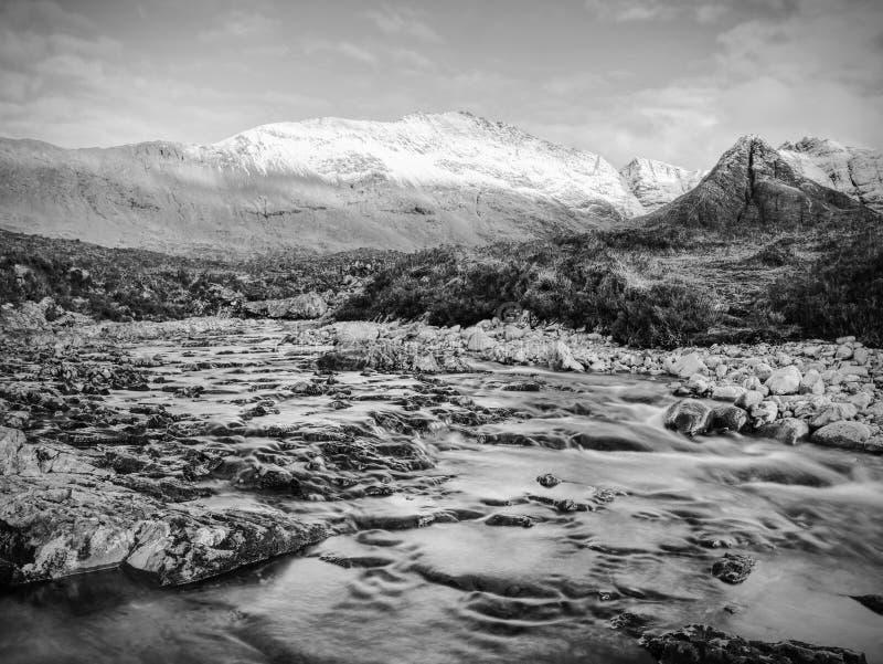 Rapids over de mystieke rivier de Coe, het berggebied in Schotland royalty-vrije stock foto