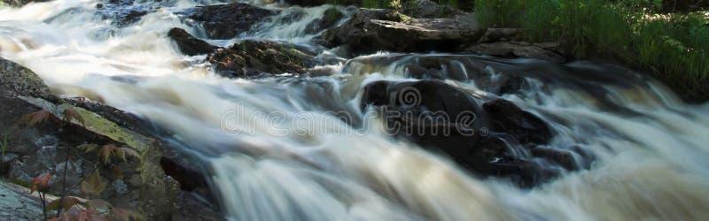 Rapids panoramiques de fleuve images libres de droits
