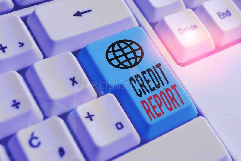 Raport korygujący tekstu pisanego wyrazem Word Koncepcja biznesowa dotycząca rachunku zysków i strat i rachunku zysków i strat —  obraz stock
