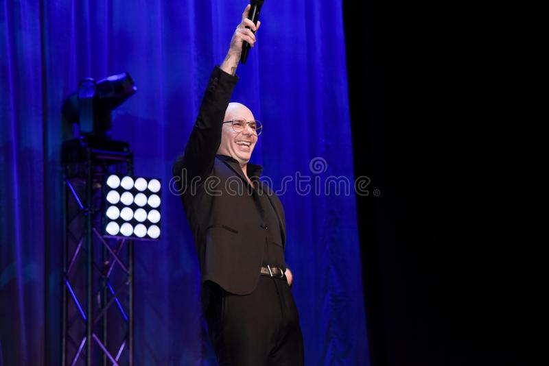 Rapper Pitbull die op stadium spreken royalty-vrije stock fotografie