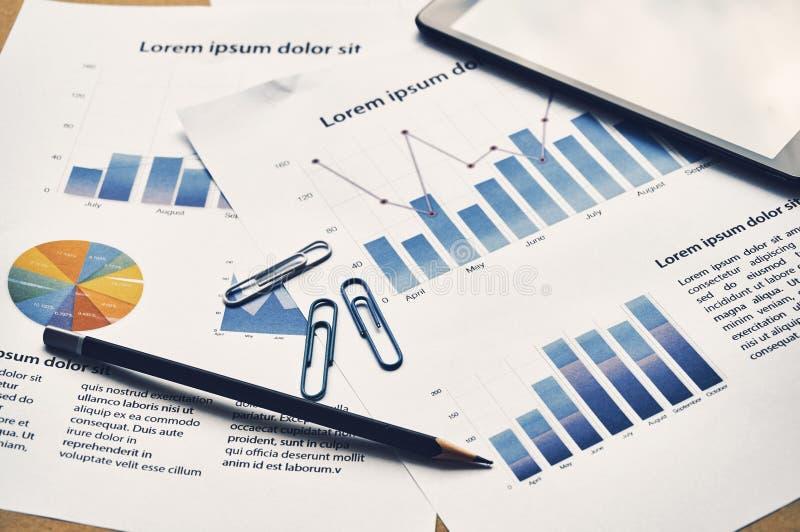Rapport d'analyse de graphique de gestion Repor financier de simulacre de statistiques photographie stock libre de droits