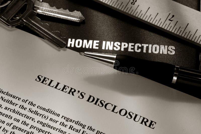 Rapport de révélation de vendeur d'immeubles image stock