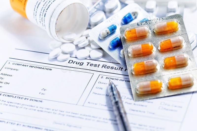 Rapport des essais de drogue images libres de droits
