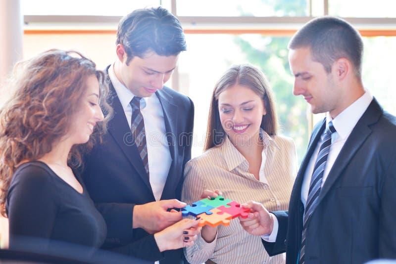 Rapporto d'affari Team Jigsaw Puzzle Concept corporativo fotografie stock libere da diritti