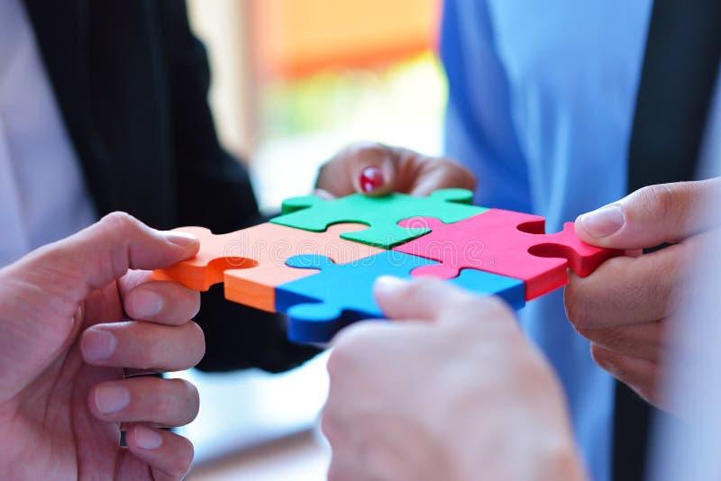 Rapporto d'affari Team Jigsaw Puzzle Concept corporativo fotografia stock libera da diritti