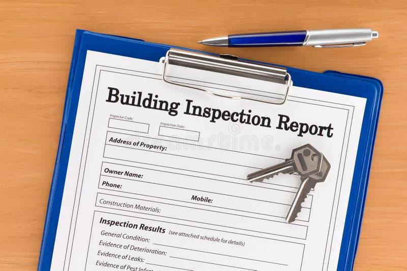 Rapporto d'ispezione della costruzione con la penna ed i tasti fotografia stock