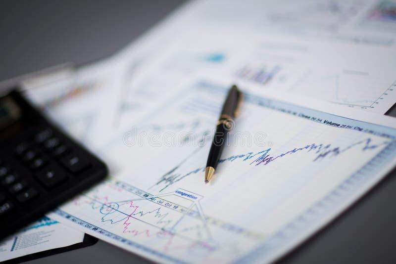 Rapporto di analisi del grafico commerciale immagine stock