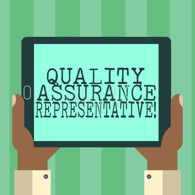 Rappresentante di assicurazione di qualità del testo della scrittura Il significato di concetto sviluppa e implementa la mano del royalty illustrazione gratis