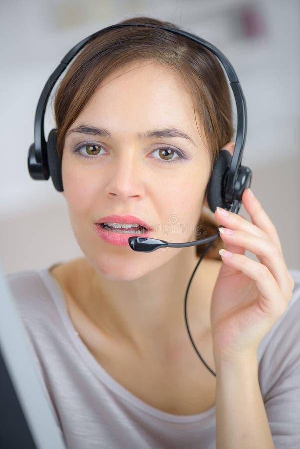 Rappresentante di servizio di assistenza al cliente del telefono fotografie stock