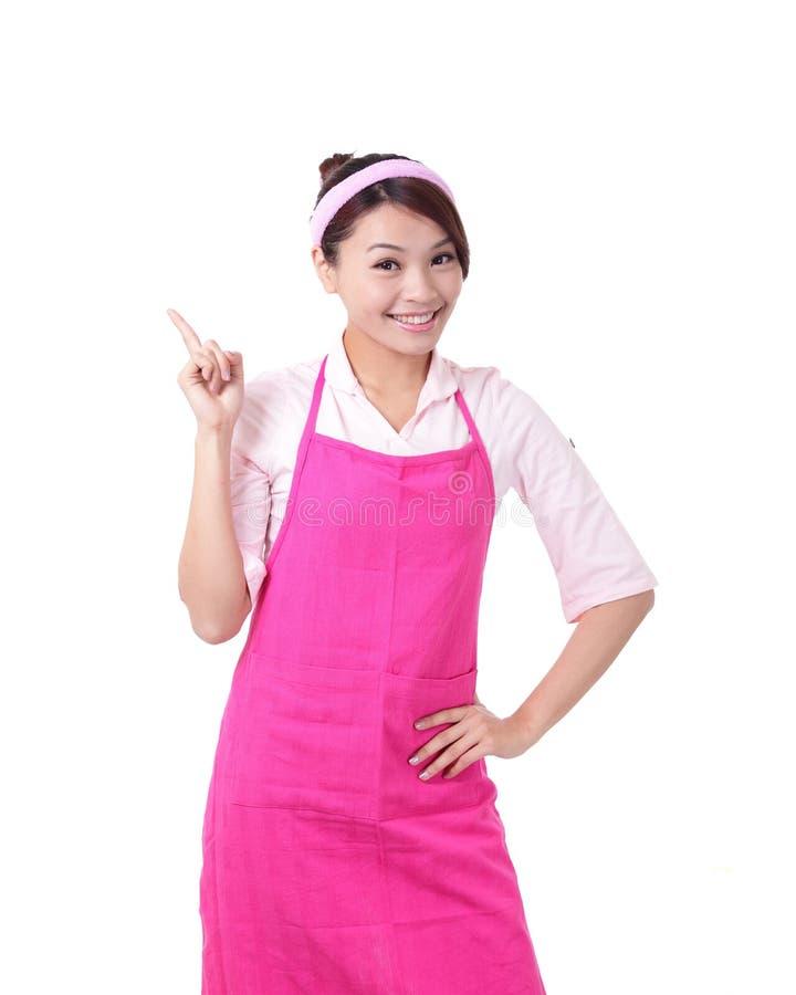 Rappresentazione felice della casalinga della giovane donna immagini stock