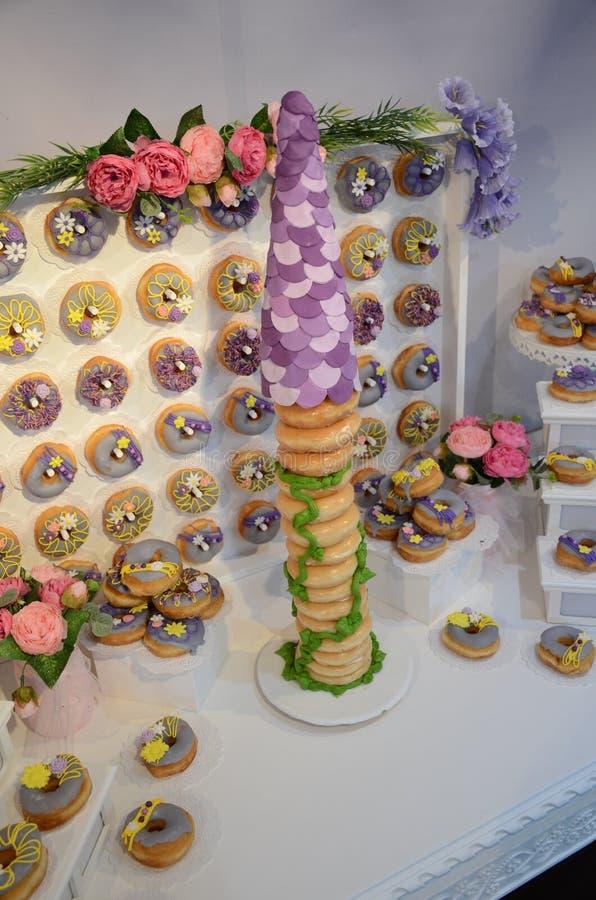 Rapunzel воодушевило именниный пирог донута стоковая фотография rf