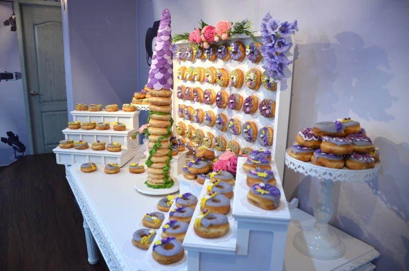 Rapunzel воодушевило именниный пирог донута стоковое фото rf