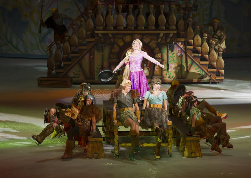 Rapunzel exécute à Disney sur la glace photos stock