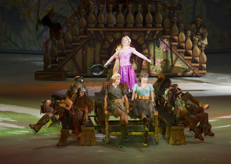 Rapunzel executa em Disney no gelo fotos de stock