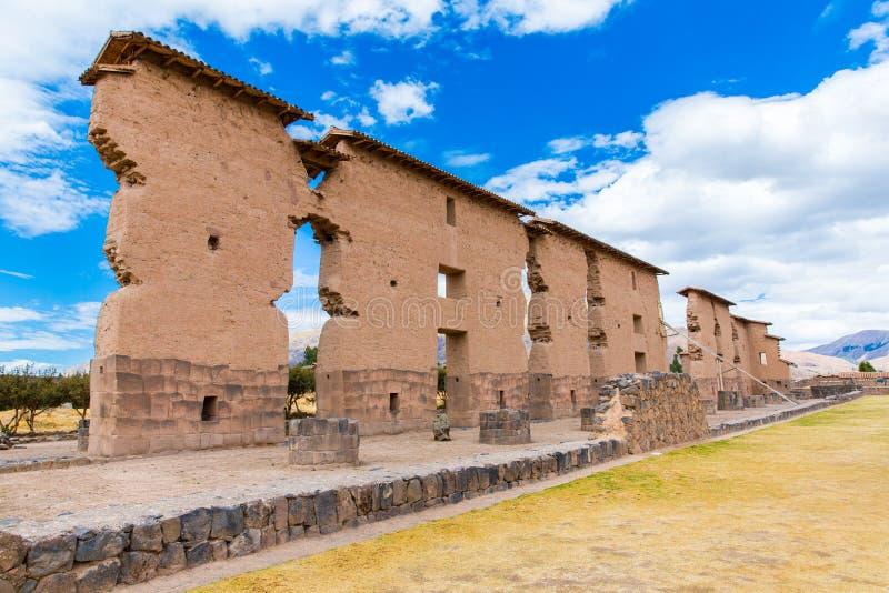 Raqchi arkeologisk plats för Inca i Cusco, Peru (fördärva av templet av Wiracocha), på Chacha royaltyfria foton