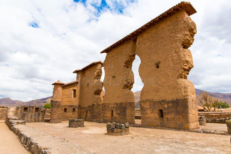 Raqchi arkeologisk plats för Inca i Cusco, Peru (fördärva av templet av Wiracocha), på Chacha, Amerika arkivbild