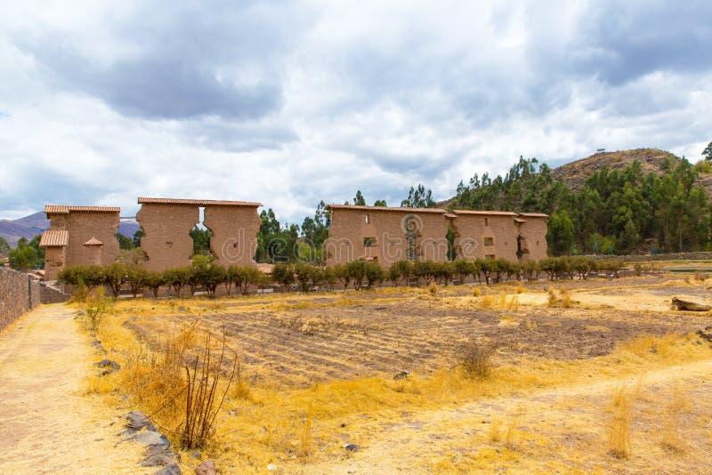 Raqchi arkeologisk plats för Inca i Cusco, Peru (fördärva av templet av Wiracocha), på Chacha, Amerika arkivfoto