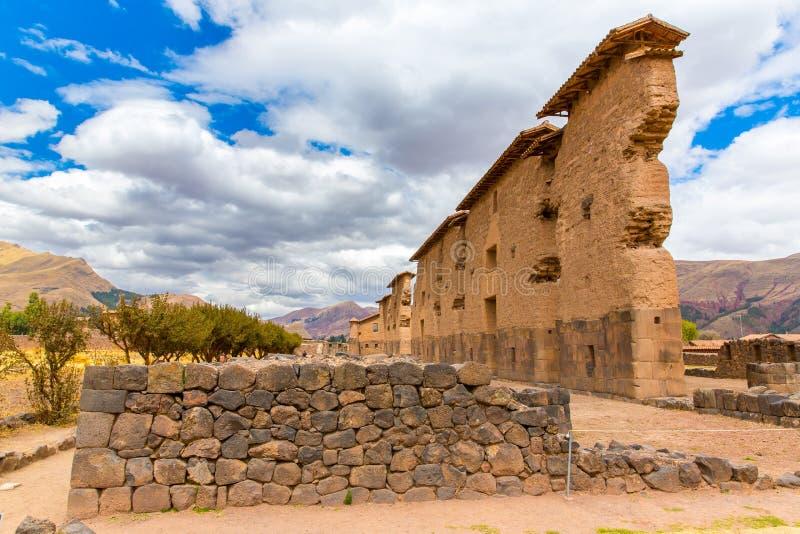 Raqchi, local arqueológico do Inca em Cusco, Peru (ruína do templo de Wiracocha) em Chacha, América imagens de stock