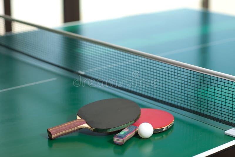 Raquetas y bola de tenis de vector fotografía de archivo libre de regalías