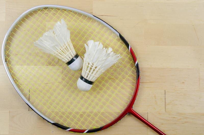 Raquete de Badminton e shuttlecock fotografia de stock royalty free