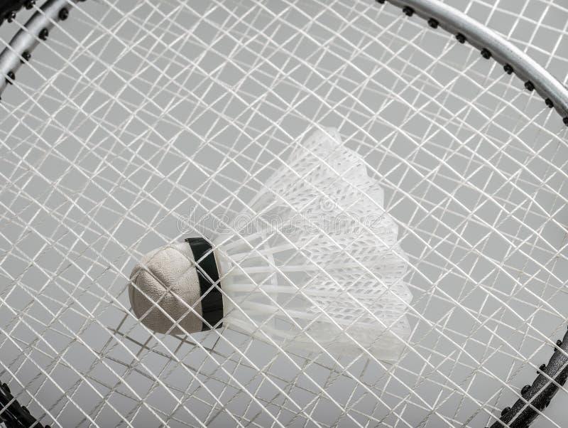 Raquetes de badminton com uma peteca fotografia de stock royalty free