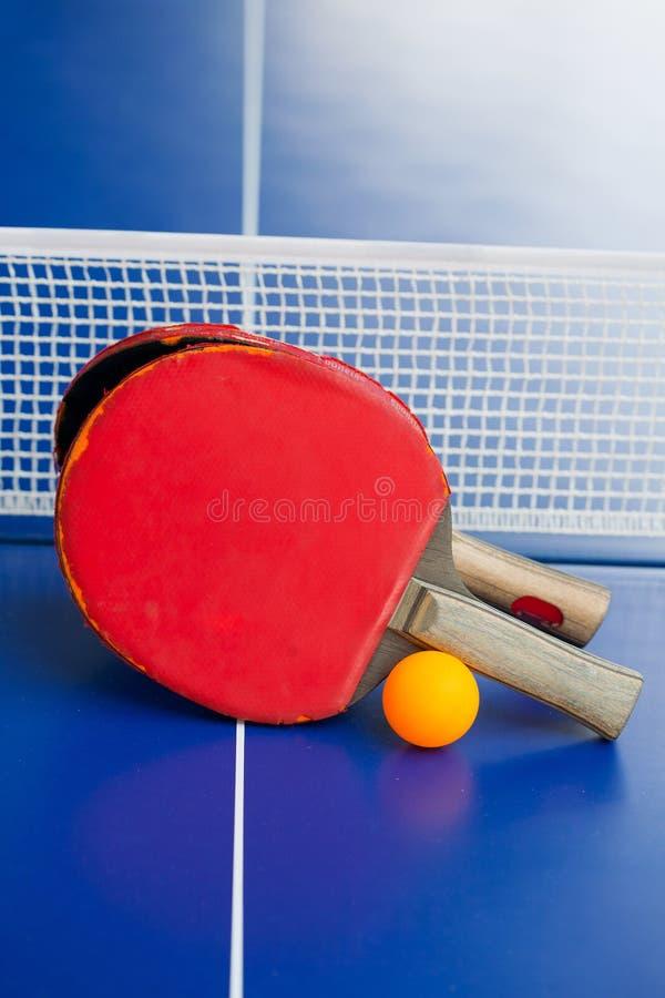 Raquetes do pong do tênis ou do sibilo de tabela dois foto de stock