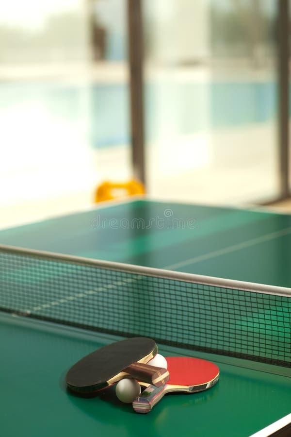 Download Raquetes E Esfera De Tênis Da Tabela Imagem de Stock - Imagem de equipamento, rede: 12809915