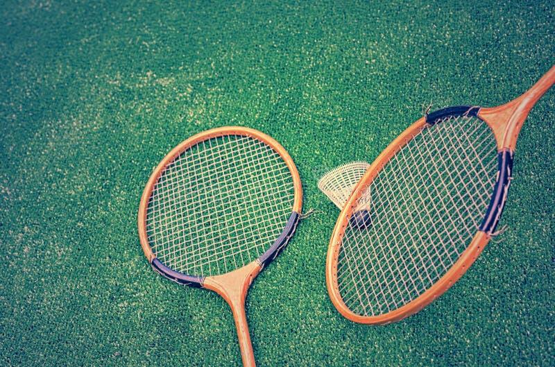 Raquetes e peteca de badminton fotografia de stock