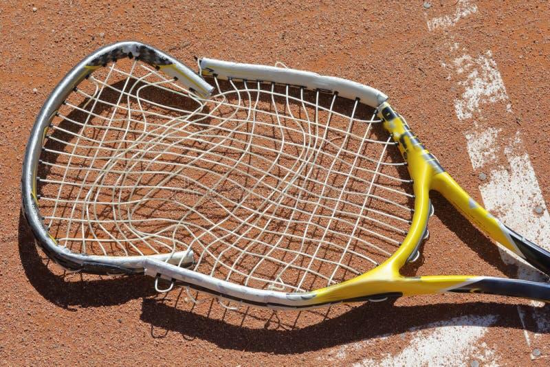 Download Raquette de tennis brisée photo stock. Image du breakpoint - 45371874