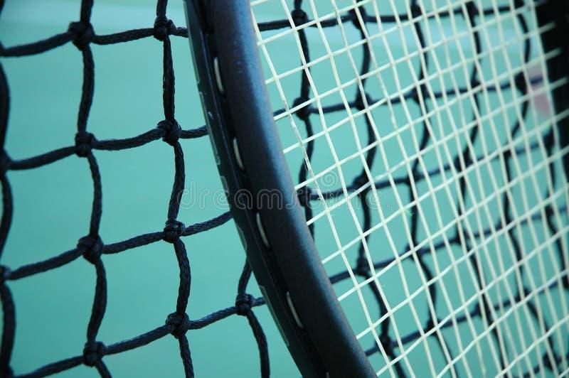 Raquette et réseau de tennis photo libre de droits